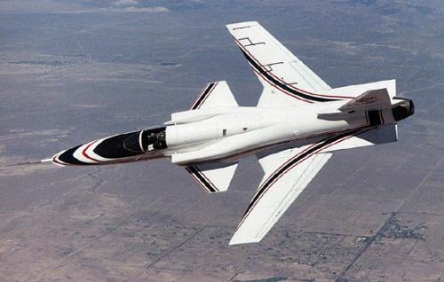 纸飞机的结构也可以抵抗住风压不至于变形太大