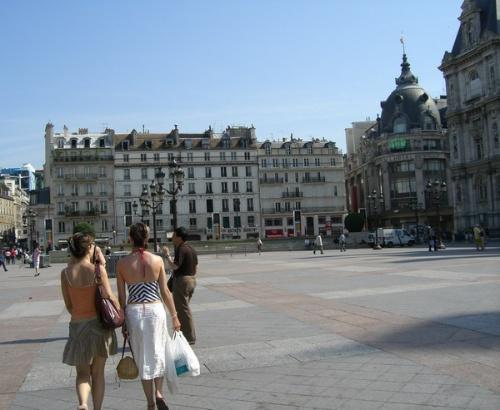 简笔画巴黎路边风景