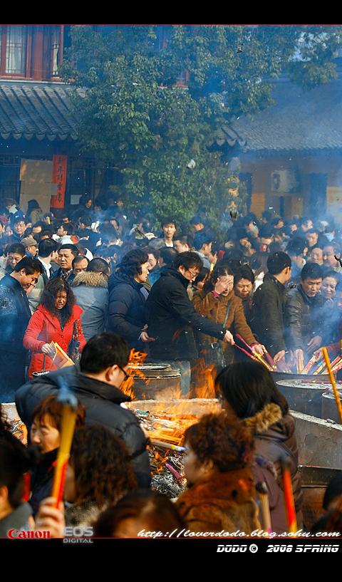 时尚中的传统——记2008年龙华初一香火