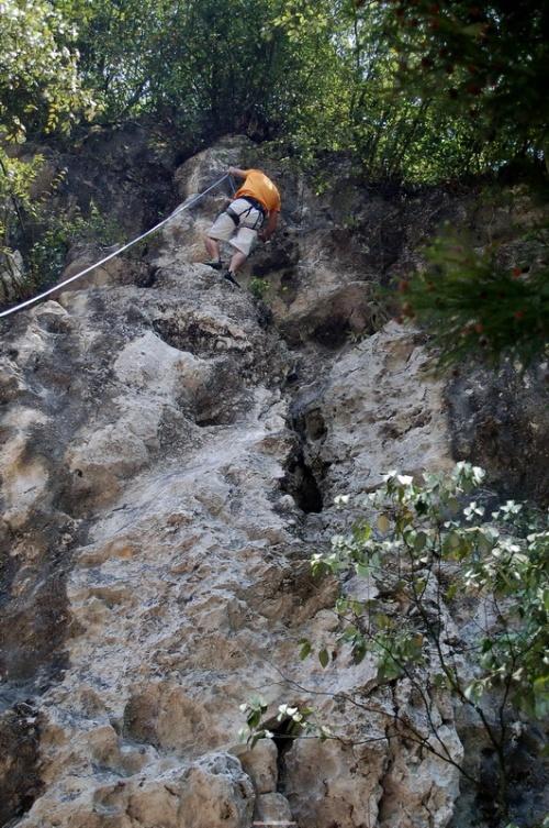 去年在大邑鹤鸣山攀岩时队长也讲了很多这方面的理论和注意事项,看到
