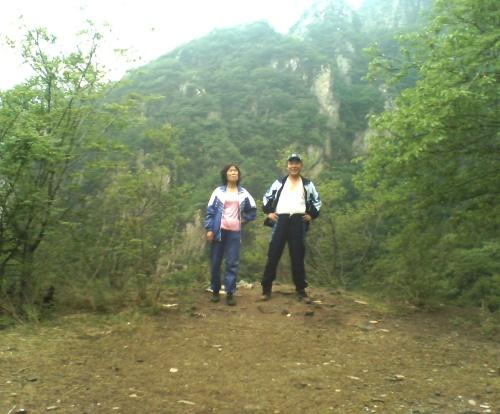 沟崖自然风景区位于昌平区十三陵德胜口110国道旁