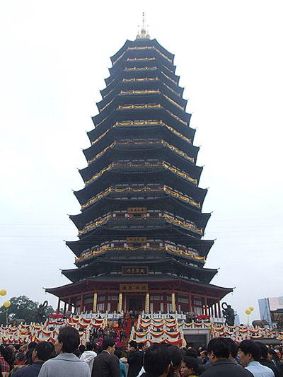 中国最高的佛塔--天宁宝塔于4月30日举行落成庆典