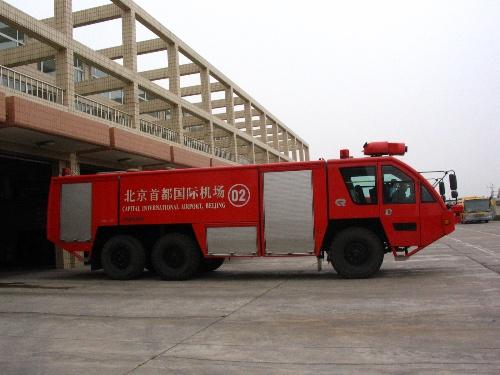 首都机场的巨牛消防车:美洲豹