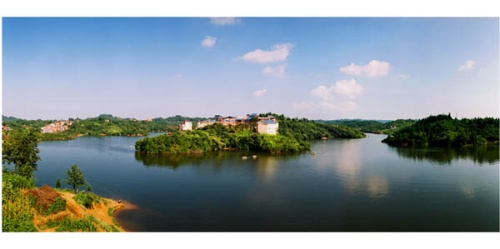 黄水月亮湖:位于石柱县黄水镇北部.沿川汉路可达,距县城65公里.