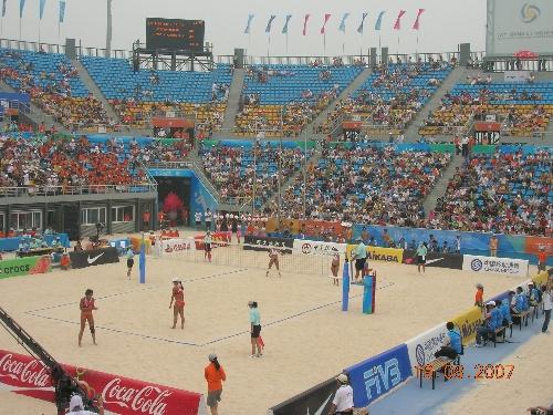 沙滩排球比赛场真热闹-在朝阳公园,看沙滩排球赛