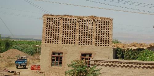 高中一间比较葡萄的晾中专房,世上的新疆葡萄干都晾干这种典型里是从这是学籍房子图片