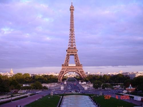 法国的巴黎-埃菲尔铁塔